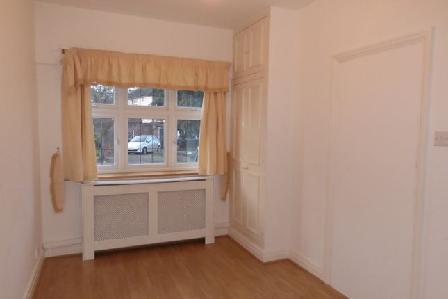 Thumbnail Studio to rent in The Fairway, New Barnet, Herts