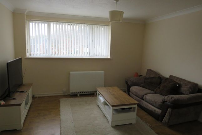 Thumbnail Flat to rent in Peterhouse Parade, Crawley