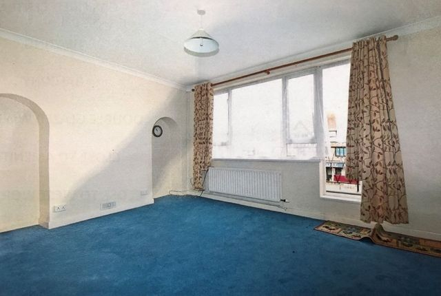 Thumbnail Maisonette to rent in Wallace Parade, Goring Road, Worthing