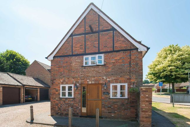Thumbnail Detached house for sale in Darrs Lane, Northchurch, Berkhamsted