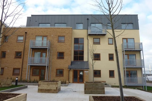 2 bed flat to rent in North Star Boulevard, Greenhithe975