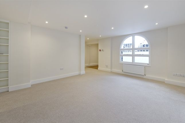 Flat to rent in Godolphin Road, London