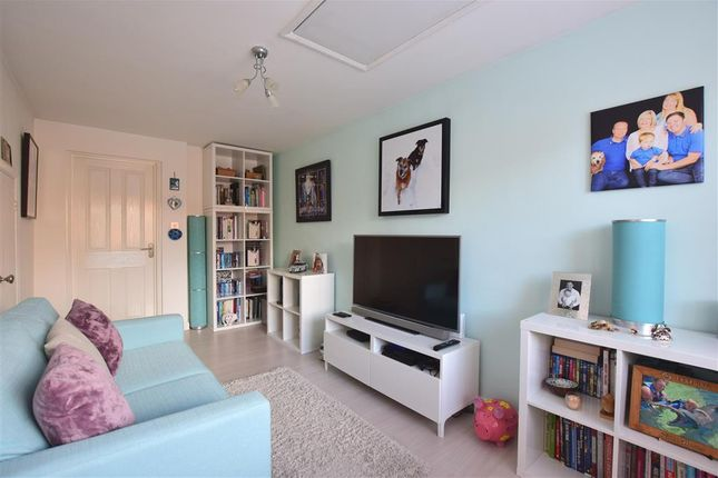 Family Room of Hostier Close, Halling, Rochester, Kent ME2