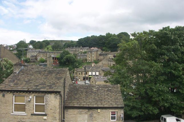 2 bed flat to rent in Huddersfield Road, Holmfirth HD9