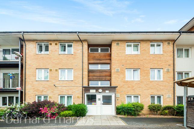 Thumbnail Flat for sale in Bennett Close, Hounslow