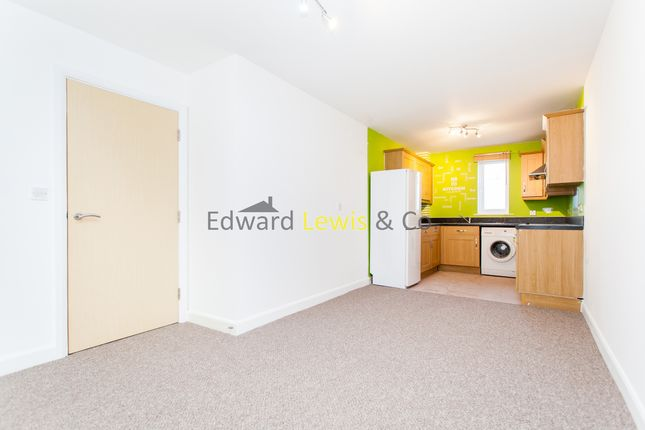 Flat to rent in Tower Mews, London