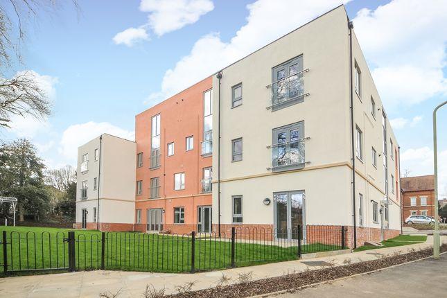Thumbnail Flat to rent in Hightown House, Hightown Gardens, Banbury