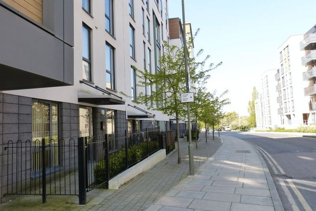 2 bed flat to rent in Charcot Road, London