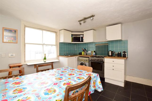 2 bed flat for sale in Richmond Place, Brighton, East Sussex