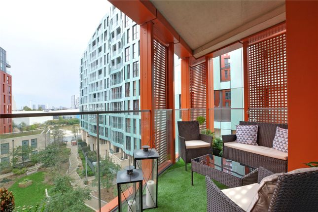 Picture No. 14 of Lariat Apartments, 36 Cable Walk, Greenwich, London SE10