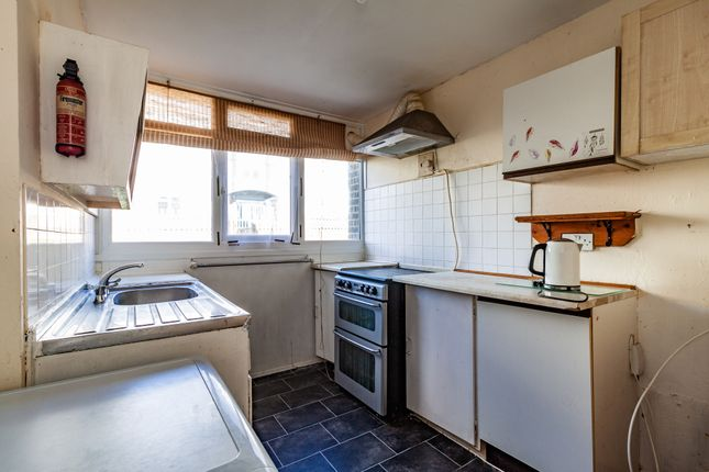 Kitchen A of Newcastle Road, Reading, Berkshire RG2