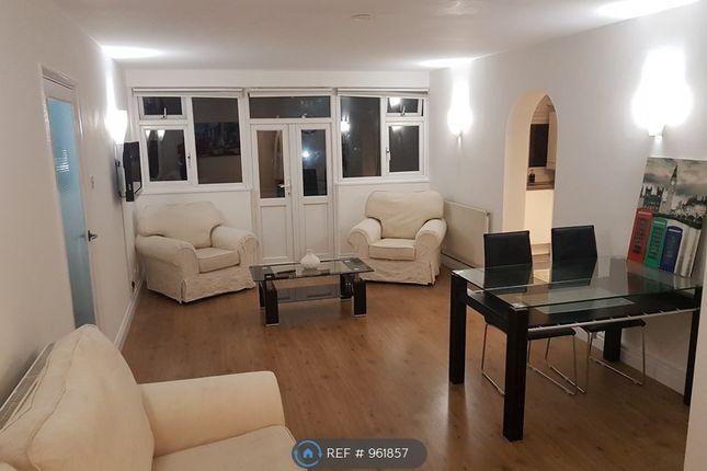 2 bed flat to rent in Glebelands Avenue, Ilford IG2