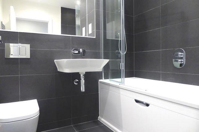 Bathroom of Montagu House, Bedwyn Mews, Reading RG2