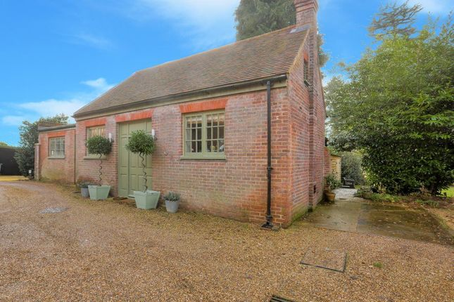 Thumbnail Cottage to rent in Barwythe Hall, Studham, Bedfordshire