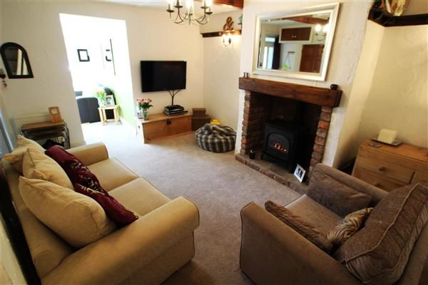 Thumbnail Cottage for sale in Laund Road, Salendine Nook, Huddersfield