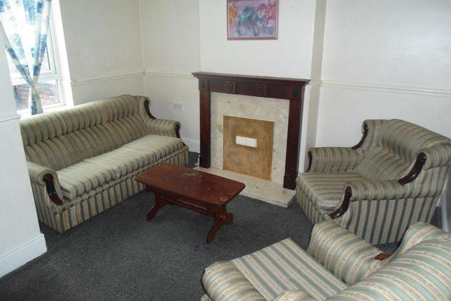 Lounge of Duncan St, Brinsworth S60