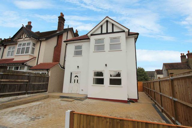 Thumbnail Detached house for sale in Grosvenor Gardens, Wallington