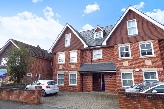Thumbnail Flat to rent in Clevedon, Ashfield Road, Midhurst