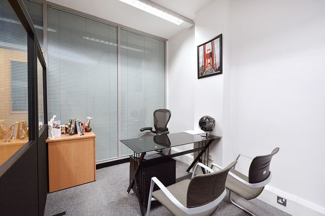 Serviced office to let in Limeharbour, London