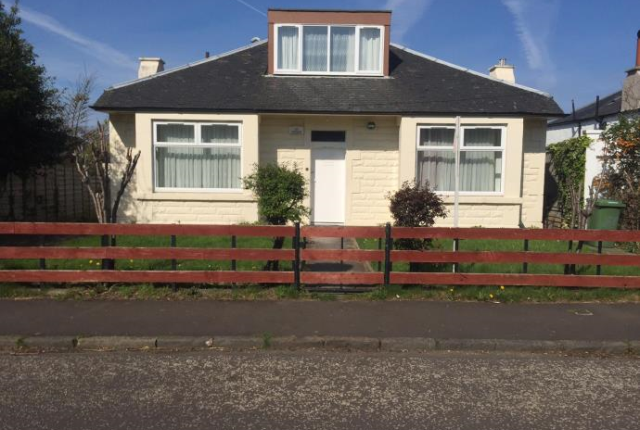 Thumbnail Bungalow to rent in Craiglockhart Quadrant, Edinburgh