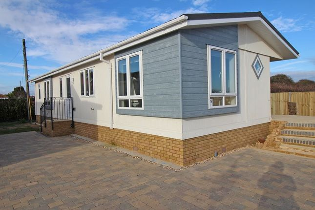 Thumbnail Mobile/park home for sale in Solent Grange, New Lane, Milford On Sea, Lymington