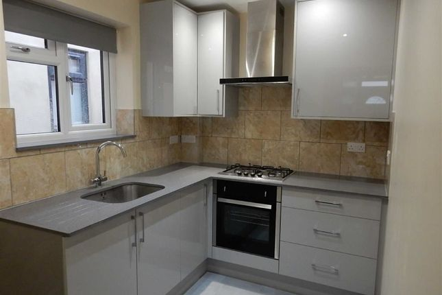 Thumbnail Flat to rent in Cherry Avenue, Southall, Middlesex