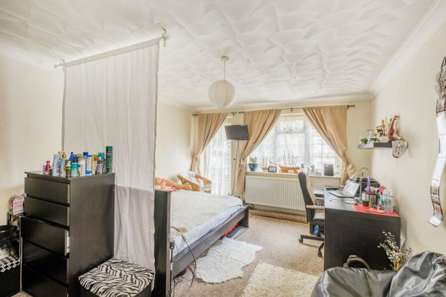 3 Bed Town House For Sale In Chingford Mount Road London E4 Zoopla