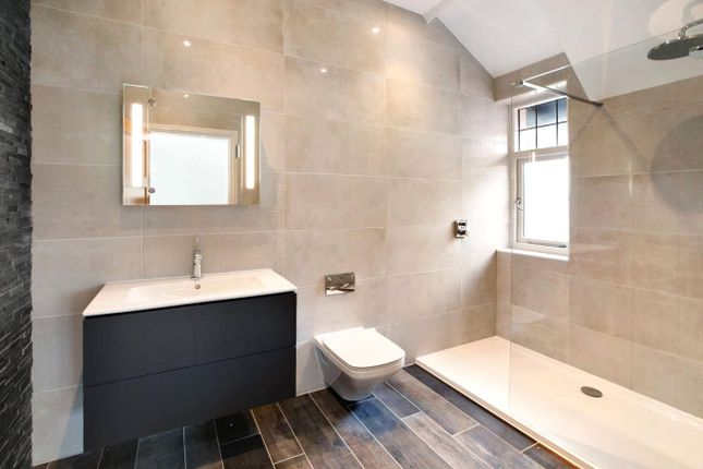 Master En Suite of Foxholes Hill, Exmouth EX8