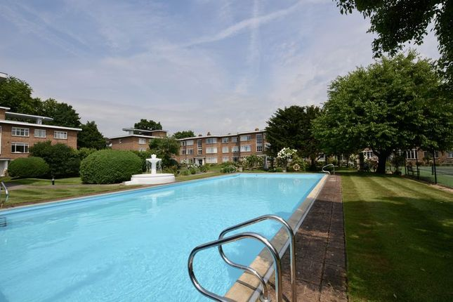 Thumbnail Flat for sale in Kingfisher Court, Bridge Road, East Molesey
