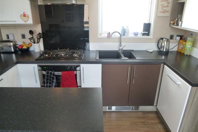 Thumbnail Mobile/park home for sale in Barholm Road, Tallington Lakes, Stamford