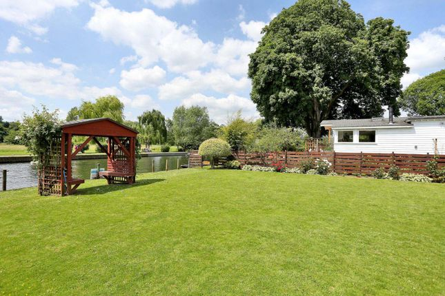 Houseboat for sale in Syringa, Wargrave Road, Henley