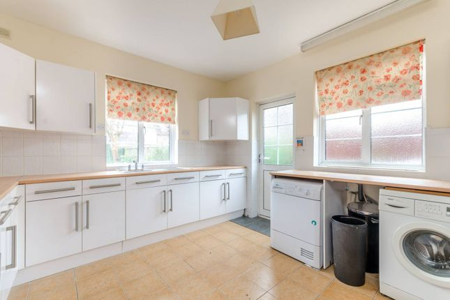 Thumbnail Property to rent in Burcote Road, Earlsfield