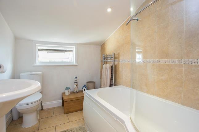 Bathroom of Cannon Road, Watford, Hertfordshire WD18