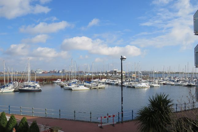 Thumbnail Town house for sale in Chandlers Way, Penarth