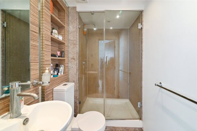 Master En Suite of City Tower, 3 Limeharbour, Canary Wharf, London E14