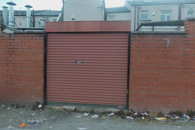 Thumbnail Flat to rent in Halliwell Rd, Bolton