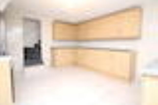 Thumbnail Shared accommodation to rent in Raven Road, Leeds