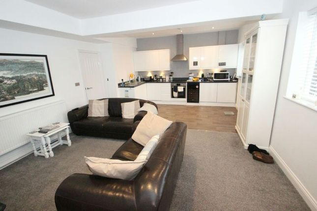 Thumbnail Flat to rent in Ashton Lane, Sale