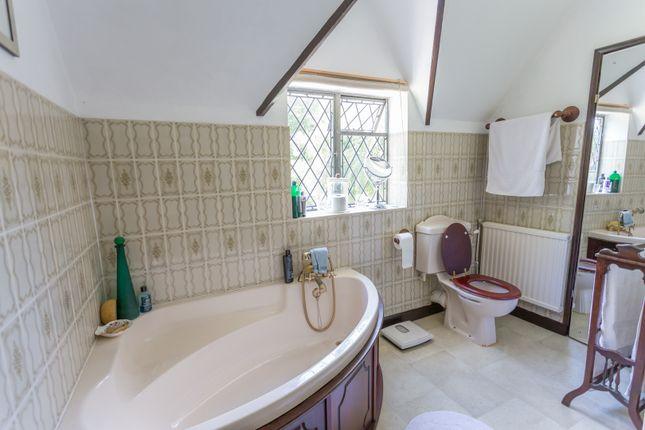 Large En-Suite Bathroom
