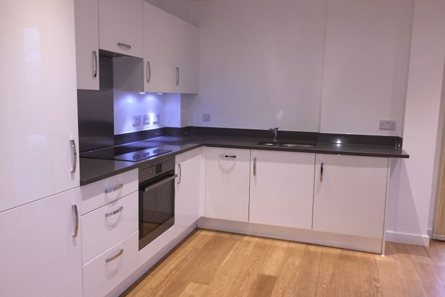 Flat to rent in The High Street, Brentford, London
