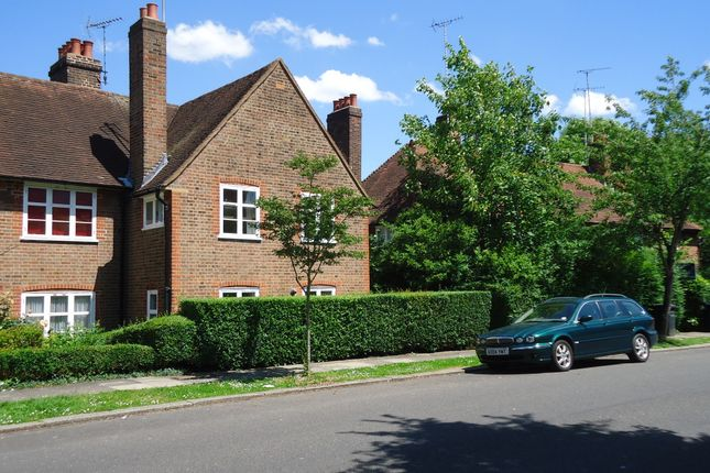 2 bed flat to rent in Addison Way, Hampstead Garden Suburb, London