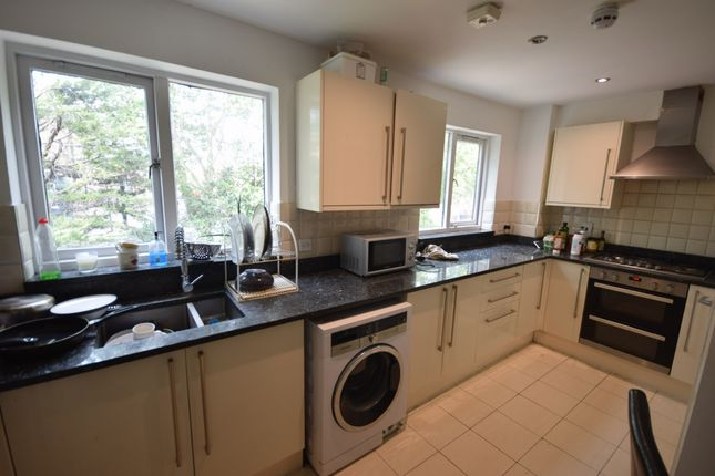 Thumbnail Flat to rent in Allendale Close, Camberwell