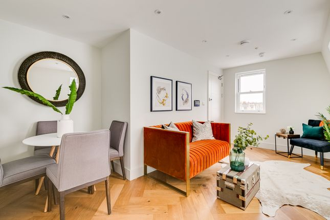 Thumbnail Flat for sale in Gambole Road, London