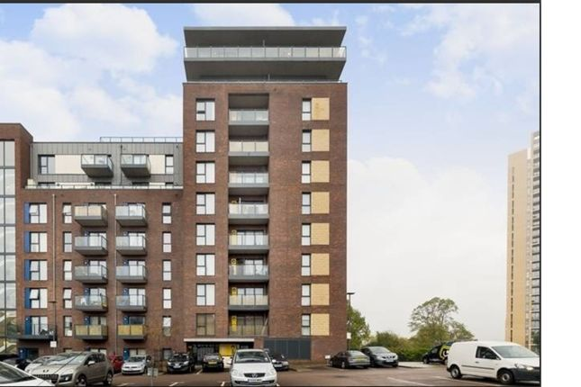 Thumbnail Property for sale in Shearwater Drive, London