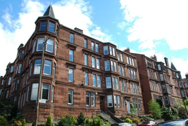 Thumbnail Flat to rent in Clarence Drive, Glasgow