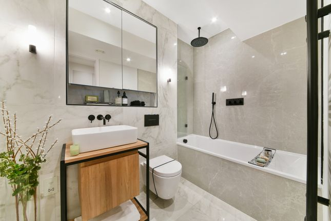 Bathroom of Osborn Street, Aldgate, London E1