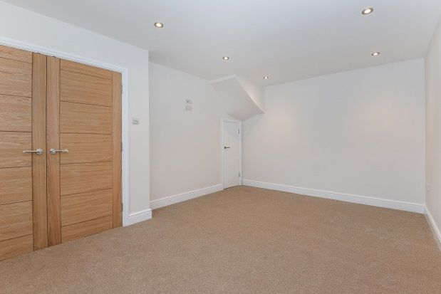 Thumbnail Maisonette to rent in High Road, Loughton