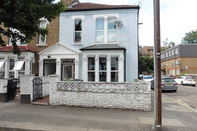 Thumbnail Flat to rent in Hermitage Road, Finsbury Park, London