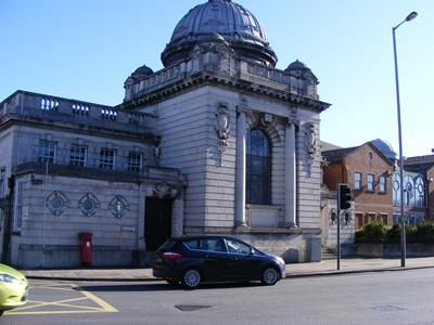 Thumbnail Commercial property to let in Former Magistrates Court Building, Horninglow Streeet, Burton Upon Trent, Staffordshire