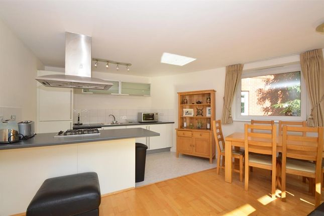 2 bed flat to rent in Mount Mills, London